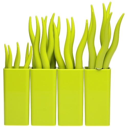 Столовые приборы MoulinVilla, Травка 24 предметаНаборы кухонных ножей<br>Производитель: MoulinVillaВес: 1,078 кгЦвет: зеленыйМатериал: пластикпищевая нержавеющая стальНабор:: даКоличество предметов в наборе:: 28Упаковка: Пластиковая коробкаКоличество персон:: 24Бренд:: MoulinVillaРазмер упаковки:: 21,5 см*24,5 см*5,4 см<br>В набор входят:<br>6 вилок;<br>6 ножей;<br>6 столовых ложек;<br>6 чайных ложек;<br>4 подставки.<br>