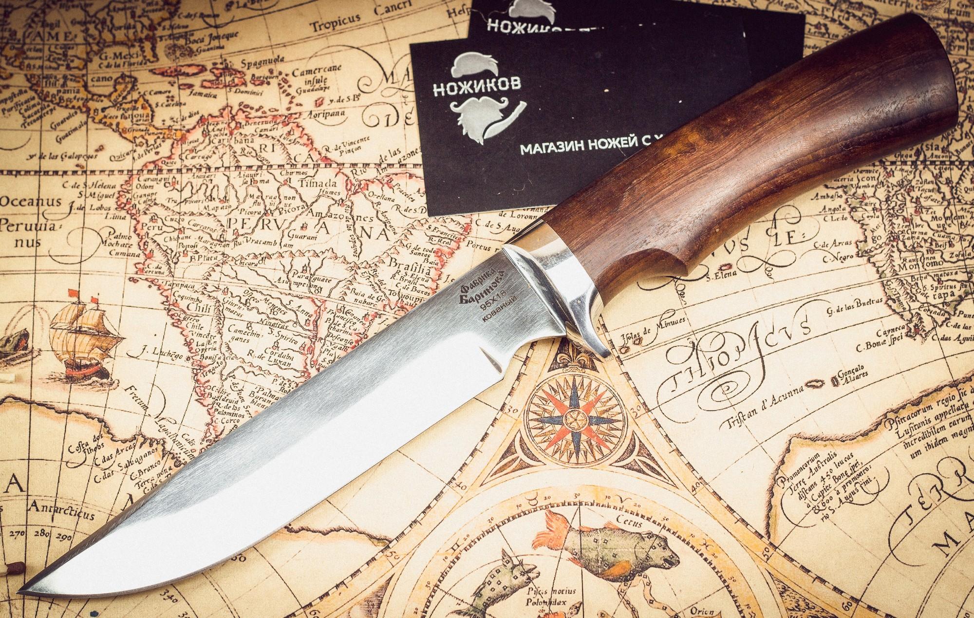 Нож Осетр 65Х13, орех и литье латунь65х13<br>В комплект входят:<br>1.Информационный лист (паспорт ножа)<br>2.Чехол из натуральной кожи.<br><br>Технические характеристики<br><br><br><br>Металл<br>сталь 65Х13<br><br><br>Полная длина<br>255 — 280 мм<br><br><br>Длина клинка<br>140 — 150 мм<br><br><br>Длина рукояти<br>115 — 130 мм<br><br><br>Ширина клинка<br>28 — 32 м<br><br><br>Толщина рукояти<br>19 — 24 м<br><br><br>Толщина обуха<br>2.2 — 2.4 м<br><br><br>Твердость стали, ед. HRC<br>56 — 58<br>