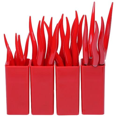 Столовые приборы MoulinVilla, «Перчики» 24 предметаНаборы кухонных ножей<br>Производитель: MoulinVillaВес: 1,078 кгЦвет:красныйМатериал: пластикпищевая нержавеющая стальНабор:: даКоличество предметов в наборе:: 28Упаковка: Пластиковая коробкаКоличество персон:: 24Бренд:: MoulinVillaРазмер упаковки:: 21,5 см*24,5 см*5,4 см<br>В набор входят:<br>6 вилок;<br>6 ножей;<br>6 столовых ложек;<br>6 чайных ложек;<br>4 подставки.<br>