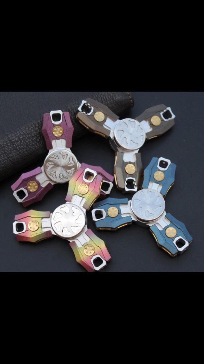 Коллекционный спиннер (Hand Spinner) Blue MetalВоенному<br>Материал корпуса - авиационный аллюминийЦвет спиннера - синий<br>