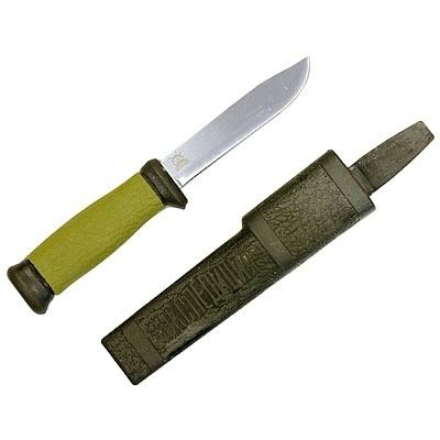 Нож охотника23 февраля<br>Каждый мужчина должен следовать своим инстинктам, и с ножом охотника следовать им будет очень удобно! Тем, кто жаждет купить нож для охоты – лучшей модели и не посоветуешь. Клинок изготовлен из наиболее качественной нержавейки, а специальный способ заточки оценит каждый мужчина. Охотничий нож Экспедиция во время охоты или рыбалки выручит Вас абсолютно в любой ситуации. Ну а если Вы ищете оригинальный аксессуар в подарок мужчине – нож охотника Expedition прекрасно подойдет на эту роль.Торопитесь заказать нож охотника по отменной цене!Характеристики:Длина охотничьего ножа – 235 ммДлина клинка – 115 ммРазмер ножен – 245x45x2 мм.<br>