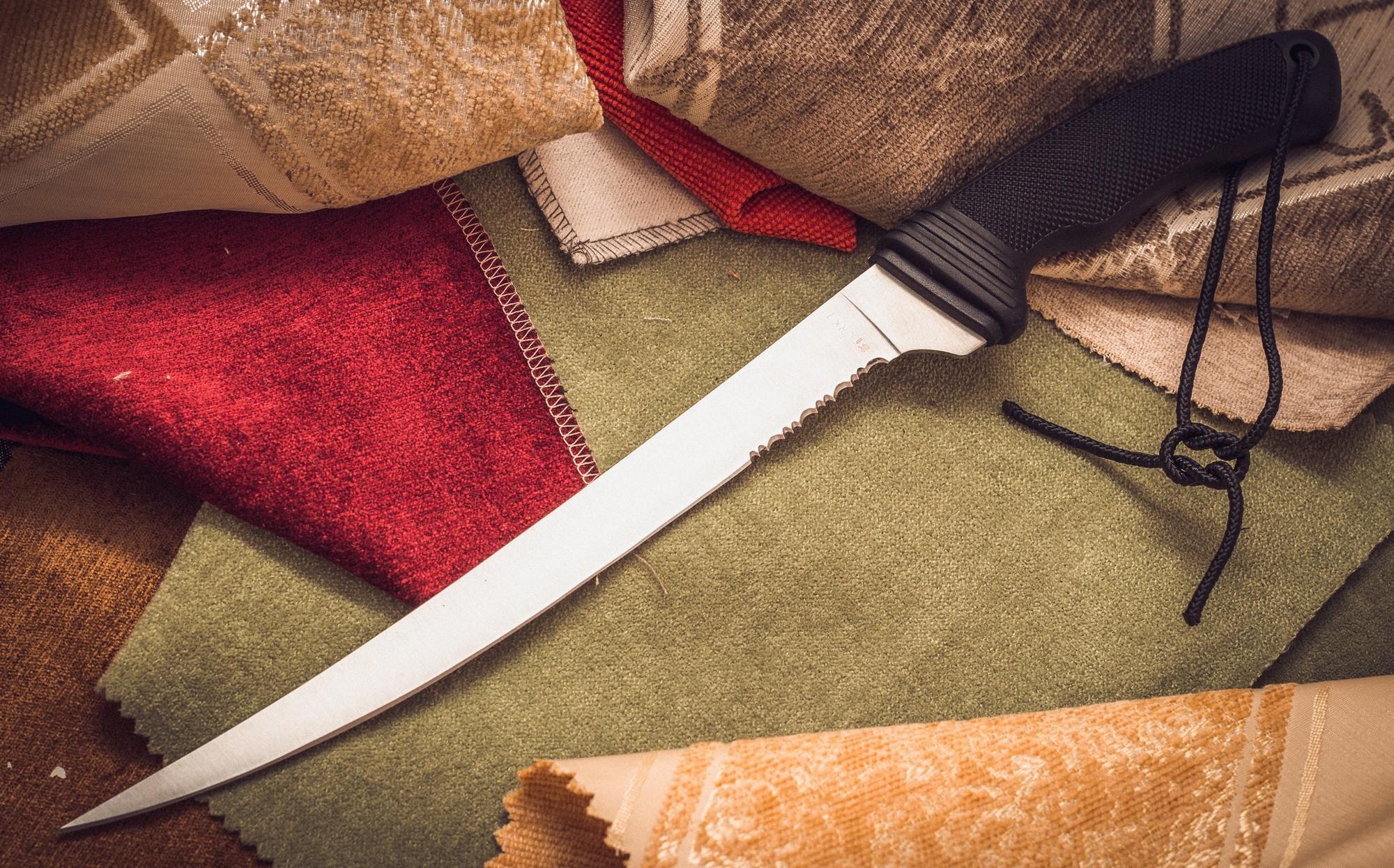 Филейный нож CRKT Big Eddy II 3010Ножи филейные<br>Нож Big Eddy II CRKT, CR-3010, США – нож от американского производителя Columbia River Knife &amp; Tool (CRKT). Это филейный нож с длинным клинком, предназначен для нарезания тонкими пластами мяса и рыбы. Длинный клинок позволяет пластовать филе тонко и аккуратно, непрерывным резом. Также этим ножом гораздо проще осуществить обработку такой крупной и сильной рыбы, как лосось и щука.<br>Клинок выполнен из японской низкоуглеродистой стали марки 420 J2. Она устойчива к коррозии и придает клинку ножа упругость, что особенно важно для длинных клинков филейных ножей.<br>Рукоять ножа изготовлена из термопластика, способного выдерживать значительные деформации. Ее поверхность приятна для ладони, не промерзает на морозе и не скользит в мокрой руке. Рукоять ножа имеет эргономичную форму, снабжена упором и углублением под указательный палец. В навершии имеется отверстие для крепления ремня.<br>Характеристики: Длина общая: 370 мм Длина клинка: 235 мм Толщина клинка: 1.7 мм Вес, гр: 108 Материал клинка: 420J2 Материал рукояти: GRN Твердость, HrC: 52-53 Страна производитель: Тайвань<br>