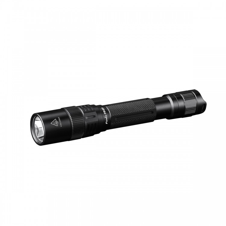 Фонарь Fenix FD20 Cree XP-G2 S3Бренды ножей<br>Новые фонари Fenix FD20 — это ручные модели небольшого размера, которые прекрасно справятся и с освещением ближайших к пользователю предметов, и тех, что расположены на расстоянии более сотни метров. Они оборудованы сразу двумя рефлекторами, надежным светодиодом и прочным, полностью непромокаемым корпусом. Использовать один из таких фонарей будет особенно удобно на рыбалке или же в кемпинге.<br>Fenix FD20 использует для освещения диодXP-G2 S3,выпущенный компанией Cree. Помимо того, что он яркий и дает 350 люмен света, этот полупроводниковый прибор еще и чрезвычайно долговечный (проработает не менее 50 тысяч часов). Воспользоваться можно четырьмя уровнями яркости, каждый из которых через секунду после выключения фонаря вносится во встроенную память устройства. Яркость каждого режима поддерживается на стабильном уровне за счет работы цифрового драйвера.<br>Время работы фонарика до замены элементов питания новыми зависит от их индивидуальных характеристик. Среди доступных вариантов производители называют пальчиковые (АА) щелочные батарейки, никель металл-гидридные АА аккумуляторы и литий-ионные аккумуляторы двух типов: АА с напряжением 1,5 В и Fenix ARB-L14-1600U формата 14500 с напряжением 1,5 В. Элементы питания с большим напряжением использовать запрещено. Максимальная продолжительность работы фонаря с щелочными батарейками составляет 55 часов, а с никель-металлгидридными аккумуляторами — 80 часов. Для других элементов питания такие данные не приведены.<br>Управление данной моделью фонаря выполняется за счет единственной кнопки в торце корпуса. Если нажать на нее до упора (будет слышен щелчок), фонарь включится/выключится. Если же нажать до половины, когда фонарь уже включен, переключится уровень яркости. Дополнительным элементом управления выступает вращающееся на 360° кольцо в голове фонаря. Оно предназначено для изменения фокусировки. Максимальная дистанция освещения для Fenix FD20 составляет 115 метров. В этом случа