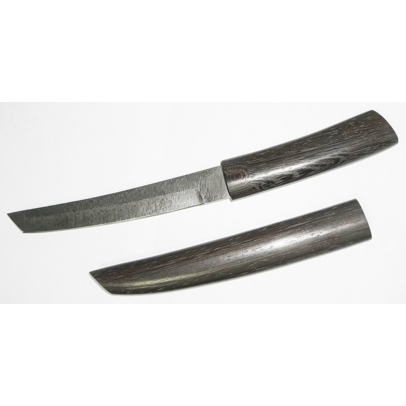 Нож Сабасаки из дамасской сталиТанто<br>Рукоять ножа и ножны выполнены черного дерева Венге. Клинок - из дамаска. Данный нож не относится к холодному оружию согласно требованиям ГОСТ РФ, имеет соответствующий сертификат и разрешен к свободной продаже и ношению.<br>Характеристики:Сталь дамаскОбщая длина 290 ммДлина клинка 175 ммДлина рукояти 115 ммШирина рукояти (в ср. части) 37 ммНаибольшая ширина клинка 25 ммТолщина рукояти (в ср. части) 20 ммТолщина обуха 3,2 ммТвердость клинка, HRC От 60 до 61 HRCОбщая длина с ножнами 330 ммМатериал рукоятивенге<br>