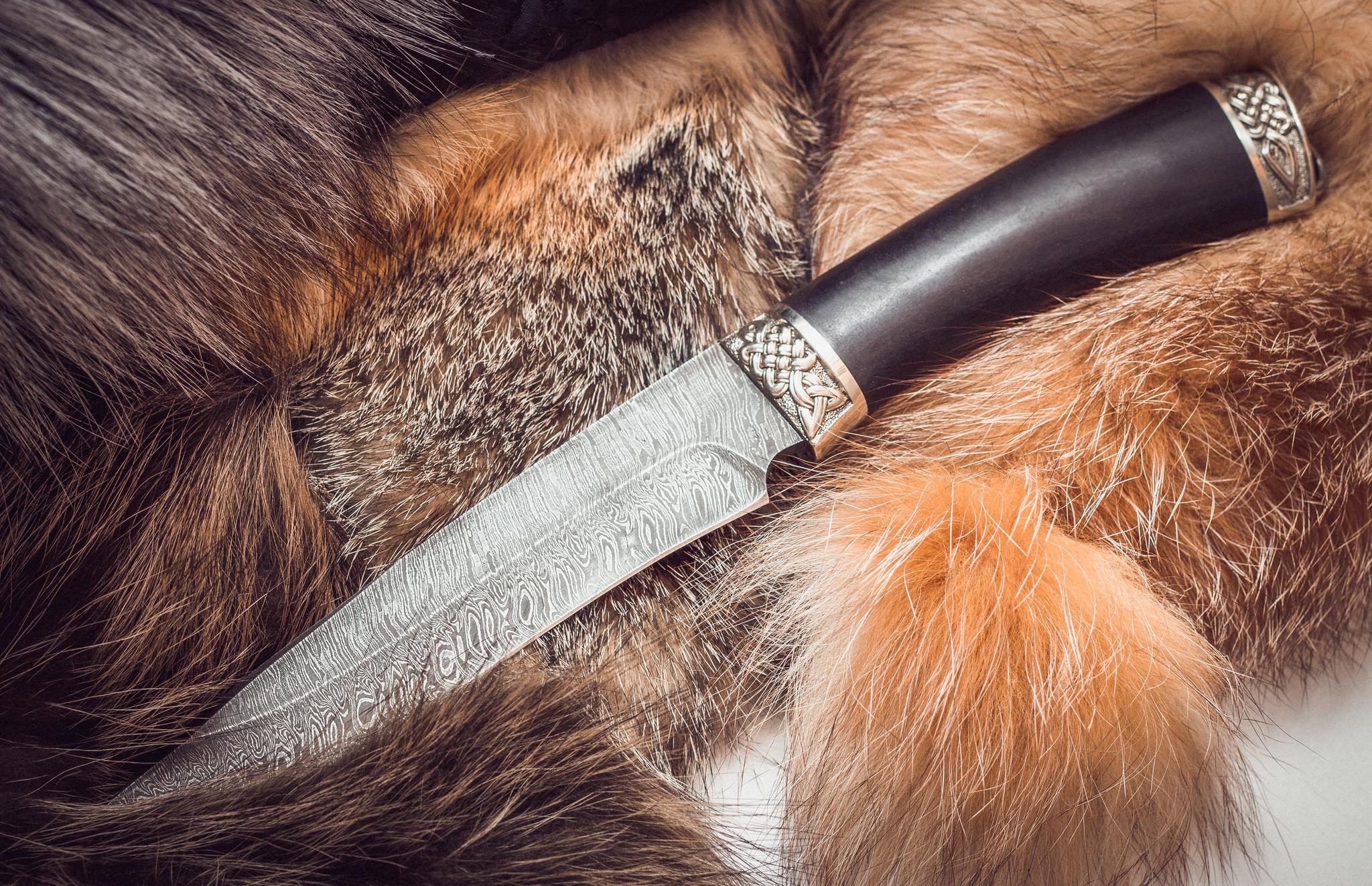Нож из дамасской стали Мурена, мельхиорНожи Ворсма<br>Нож из дамасской стали.Рукоять ножа изготовлена из темного граба. Притины отлиты из мельхиора, имеют высокую прочность и долговечность, не тускнеют в ходе эксплуатации.<br>