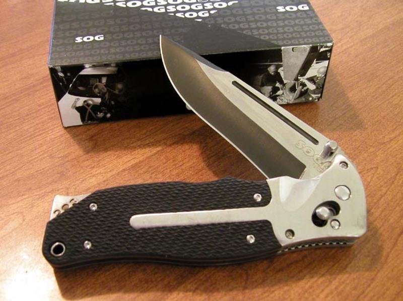 Фото 3 - Складной нож FatCat Limited Edition - SOG FC01, сталь VG-10, рукоять Kraton® (резина)