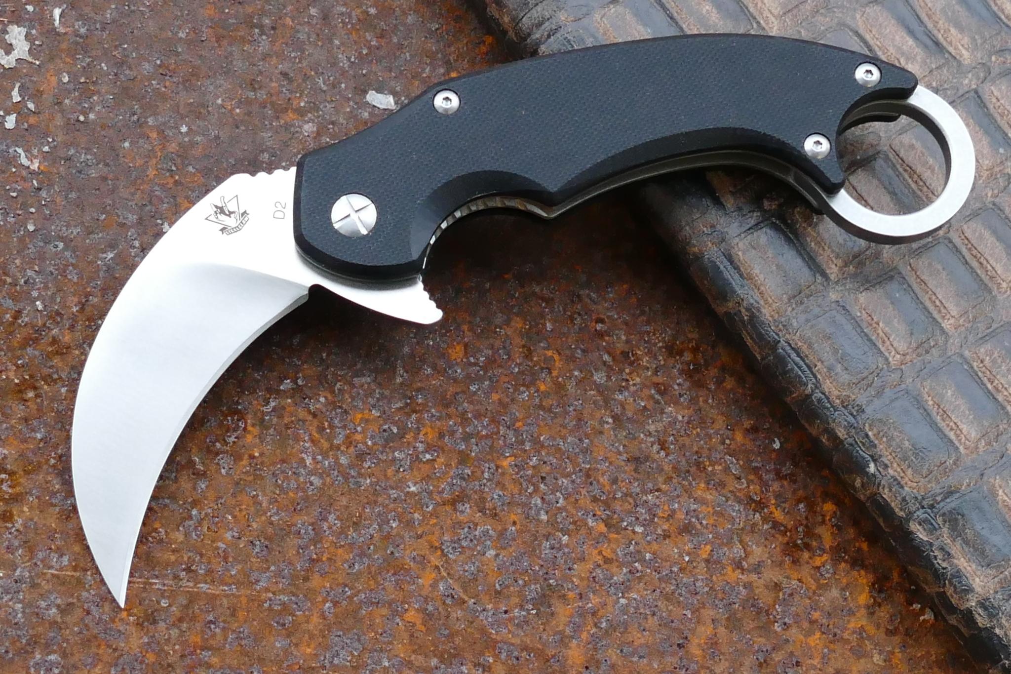 Складной нож керамбит КонгоРаскладные ножи<br>марка стали: D2 HRC59-61длина общая: 174ммдлина клинка: 63ммширина клинка наибольшая: 34ммтолщина обуха: 4ммвес: 149 гртип замка: liner lock полуавтомат<br>