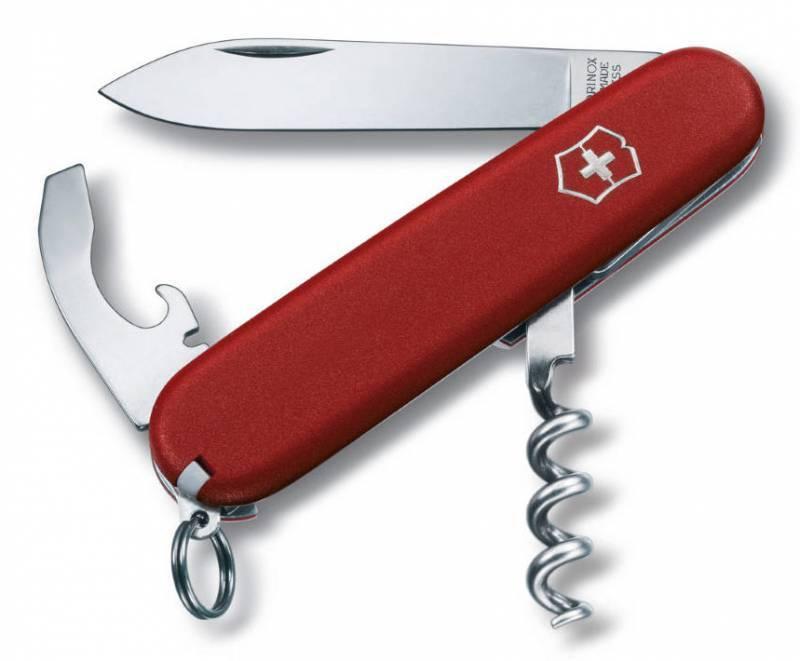 Нож перочинный Victorinox Ecoline 2.3303 84мм 9 функций матовый красныйШвейцарские ножи Victorinox<br>Карманный нож ECOLINE - это многофункциональный инструмент с набором из 9 функций: <br>Большое лезвие<br>Универсальный инструмент с:<br>- Отверткой <br>- Консервным ножом<br>- Открывалкой для бутылок<br>- Инструментом для снятия изоляции<br>Кольцо для ключей<br>Штопор<br>Пинцет<br>Зубочистка<br>Длина: 84 мм<br>Цвет: Матовый красный<br>