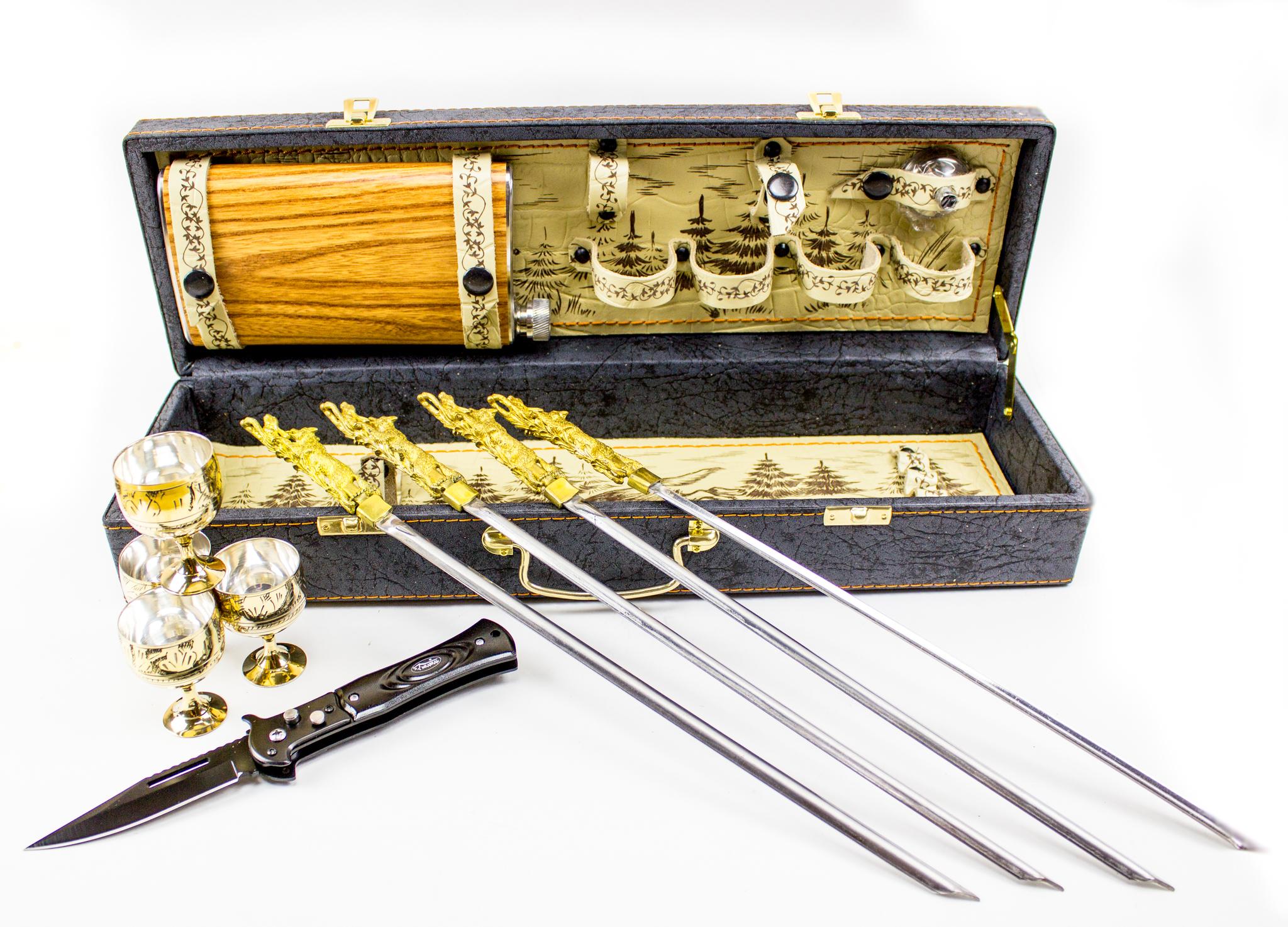 Подарочный набор «Шкатулка-3»Ножи Ворсма<br>Для эстетичного и удобного отдыха возьмите с собой этот набор. Шампура дадут возможность приготовить шашлык или овощи на углях, а фляжка и набор стопок сделают поездку еще более приятной. Примите решение заказать подарочный набор «Шкатулка-3».<br>Подарочный набор «Шкатулка-3» укомплектован: 1. Стопки - 4 штуки. 2. Нож складной. 3. Фляжка (0,45 л.). 4. Шампура - 4 штуки. 5. Воронка.6. Кожанный кейс.<br>