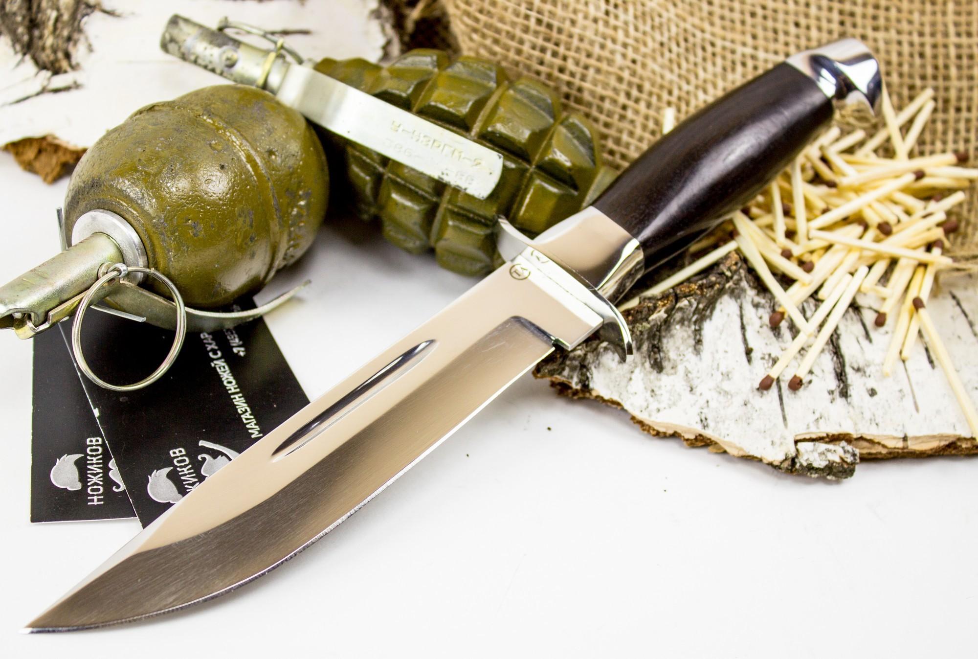 Нож Макс, сталь 95х18, венгеНожи разведчика НР, Финки НКВД<br>Данный нож выполнен по мотивам традиционных охотничьих ножей шведского и финского типов. Нож обладает клинком классической формы с долами и прямым обухом. Каждый из нас, когда был мальчишкой, обязательно мечтал о таком ноже. Развитая гарда и металлический тыльник дополняют картину. Нож максимально удобен и безопасен в работе. Усиленная пятка клинка и сквозной хвостовик обеспечивают ножу высокий запас прочности. Габариты ножа позволяют использовать его в качестве большого лагерного ножа. Нож рассчитан на рубку веток, строгание древесины и приготовление пищи.<br>