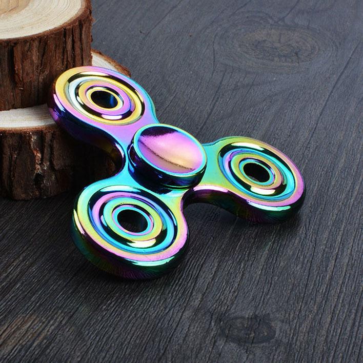 Спиннер (Hand Spinner) 3D-ГрадиентВоенному<br>Модель спиннера (Hand Spinner) 3D-Градиент понравится любителям нестандартных дизайнерских решений. Данное изделие создано с 3D эффектом градиента. Во время вращения вся палитра цветов переливается и создает неповторимый, объемный эффект. Спиннер цвета градиент понравится взрослым и детям. С таким виджетом для рук можно постоянно развивать мелкую моторику пальцев, что станет полезным навыком для всех. К тому же, данное изделие позволяет оперативно снять стресс. Вращение в руке различных предметов можно назвать классической реакцией на нервный срыв. С такой игрушкой пользователь начнет чувствовать себя гораздо лучше прежнего.Сегодня фиджет спиннер с раскраской градиент сложно назвать простой игрушкой. В США такие приспособления стали частью молодежной культуры и ими пользуются в любом возрасте. Детям нравится яркий и вычурный дизайн, а взрослые находят умиротворение в процессе использования и избавляются от стресса.Больше спиннер ( Hand spinner) Вы можете посмотреть в разделе Спиннеры<br>