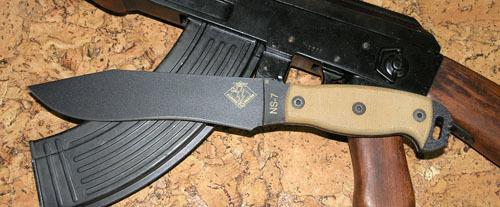 Нож с фиксированным клинком Ontario NS-7 tan micartaOntario Knife Company<br>Нож NS-7 tan micarta, сталь 5160, рукоять микарта, чехол черный нейлон с внутренним пластиком.<br>