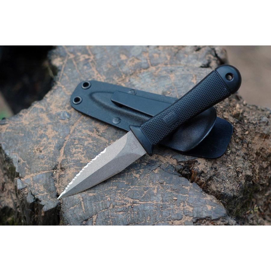 Нож SOG SG_M14-R Mini Pentagon сталь AUS8AUS-8<br>Нож SOG Mini Pentagon SG_M14-R – удобный, эргономичный нож с фиксированным клинком. Клинок выполнен из AUS-8 — это сталь японского производства, которая за относительно низкую цену, дает оптимальное сочетание гибкости и твердости, неплохой рез и хорошую антикоррозионную стойкость. Тип покрытия клинка Satin finish. Рукоять выполнена из кратона это аналог резины, но превосходит ее по показателям термо и износостойкости. Рукоять обеспечивает уверенный хват. Дополнительно отверстие для темляка. Поставляется с чехлом из Kydex.<br>