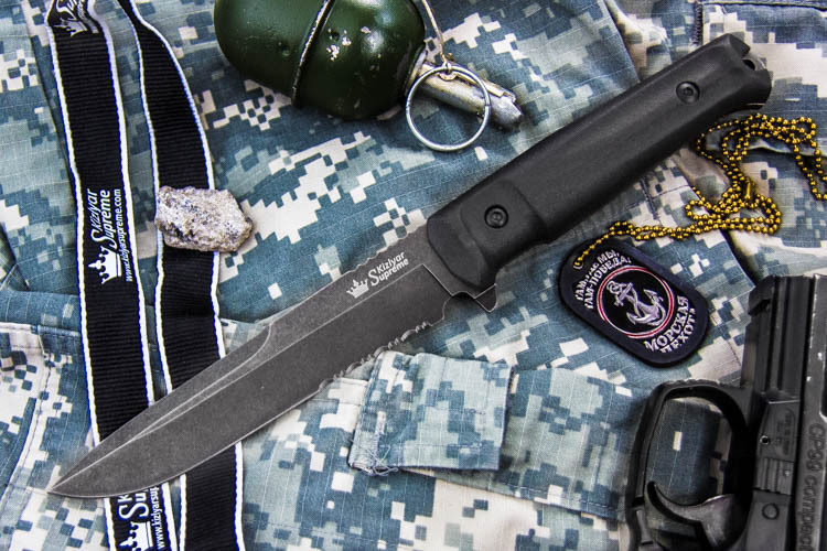 Нож Alpha D2 SWS, с серрейторомНожи Кизляр<br>Полная длина 283Длина клинка 150Толщина клинка 4,75Ширина клинка 30Длина рукояти 133Толщина рукояти 20,5Материал клинкаD2Твердость 57-59 HRCВес ножа - 0,258 кг, чехла - 0,186 кгМатериал рукояти KratonКомплектация Нож, чехол с многофункциональным креплением Molle, темляк, подарочная упаковкаПожизненная гарантия от заводских дефектов<br>