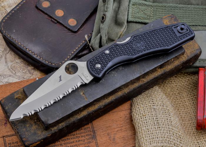 Фото 2 - Нож складной Pacific Salt Spyderco 91SBK, сталь H1 Satin Serrated, рукоять термопластик FRN, чёрный