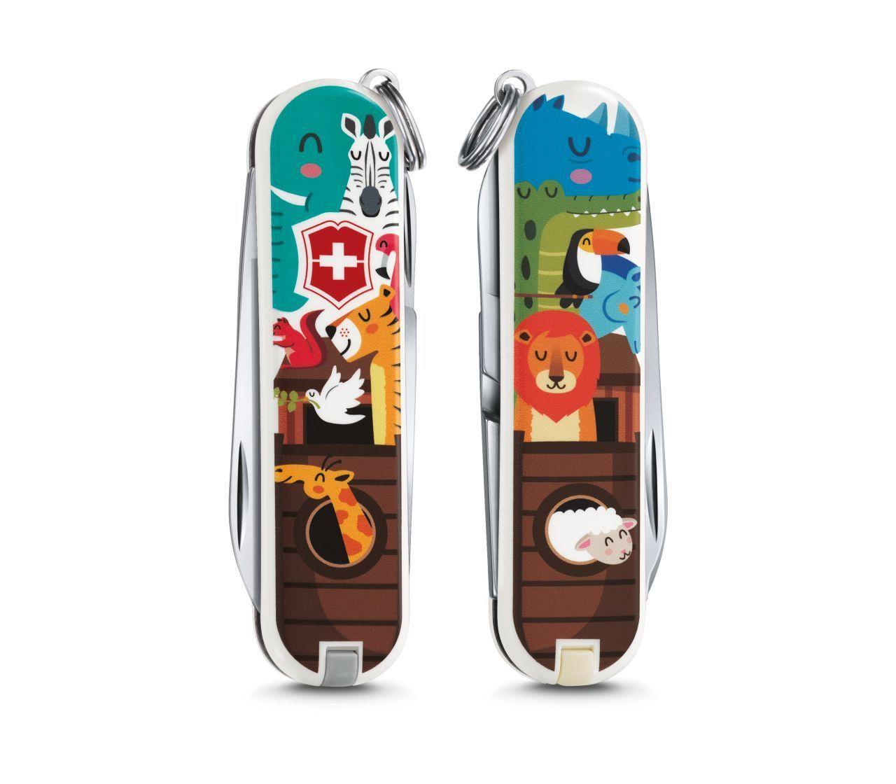 Складной нож Victorinox Classic limited edition 2017 The Ark (0.6223.L1703) 58мм 7функцийШвейцарские армейские ножи Victorinox<br>Материал: высококачественная нержавеющая стальРукоять: глянцевый нейлонВес: 26.1г.<br>ФУНКЦИИ:<br><br>лезвие<br>ножницы<br>пилочка для ногтей с<br>отверткой 2.5 мм<br>кольцо для подвеса<br>зубочистка<br>пинцет<br>