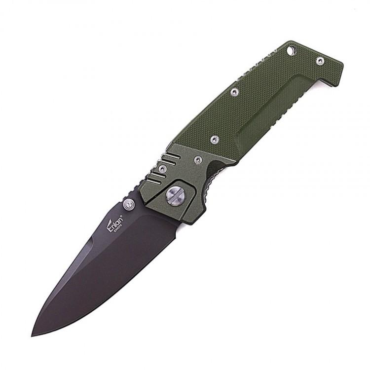 Нож Enlan EW075Раскладные ножи<br>Enlan EW075 – это крупногабаритный туристический нож с брутальным и запоминающимся дизайном, который благодаря отменному качеству исполнения идеально подойдёт на роль универсального инструмента для грубых работ, наподобие обработки древесины.<br>В походе возникают самые разнообразные ситуации, и для решения некоторых из них, компактного карманного ножа будет явно недостаточно, например, для того чтобы разрубить крупные ветки для костра. Да, для подобной ситуации больше подойдёт походный топор, однако далеко не все желают носить с собой столь габаритный и тяжелый инструмент, особенно, когда есть неплохая альтернатива в виде крупного карманного ножа наподобие Enlan EW075.<br>Главным достоинством представленной модели является простота конструкции, массивность, эргономичные формы и запоминающийся дизайн.<br>Клинок ножа изготовлен из закаленной нержавеющей стали марки 8Cr13Mov, что вкупе с крупными размерами клинка позволяет уверенно использовать нож для работы в самых экстремальных условиях, не опасаясь, что его лезвие начнёт крошиться или расколется из-за большой нагрузки.<br>Фиксируется клинок в открытом положении с помощью замка типа Liner-lock. Использование подобного запирающего механизма позитивно сказывается на надежности конструкции, так как такой замок невосприимчив к влаге, температурным перепадам и менее подвержен засорению, нежели другие типы замков (к тому же, очищать Liner-lock намного проще нежели Axis-lock или Button-lock).<br>Накладки на рукоять выполнены из четырех отдельных пластин. Две из них выполнены из металла, а две другие – из G10 и имеют шероховатую поверхность, что вкупе с формой рукояти, позволяет с уверенностью удерживать нож в любой ситуации.<br>