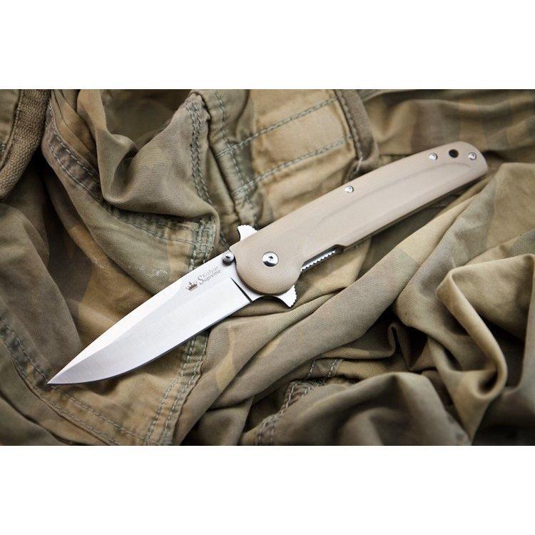 Складной нож Biker-X 440C S, КизлярНожи Кизляр<br>Biker X отличается от Biker Z наличем двойной гарды и автоматически активируемым механизмом защиты клинка от складывания. Чтобы сложить клинок необходимо нажать на фиксатор в верхней части ножа и удерживая, убрать клинок внутрь рукояти. Такая надежная конструкция гарантированно защитит руки владельца от соскакивания на бритвенно острый клинок даже при самой интенсивной работе ножом и выполнении колющих ударов.Общую идею Biker X позаимствовал у ранее выпускавшегося ножа Байкер ООО ПП Кизляр. Однако, так как по тем временам он был признан холодным оружием, его производство было прекращено. Нож был очень популярным, но только в узких кругах военных, спасателей и охотников, т.е. только тех, кто имел право приобретать холодное оружие, хотя старый добрый Байкер был бы отличным EDC ножом для ежедневного ношения в городской среде.<br>Конструкция линейный фиксатор и механизм защиты от случайного закрыванияКомплектация Нож, международный гарантийный талон, подарочная упаковка<br>