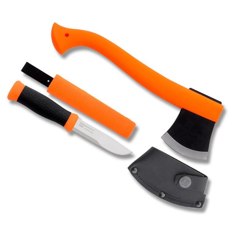Набор Morakniv Outdoor Kit Orange, нож Morakniv 2000 нержавеющая сталь, цвет оранжевый + топорШведские ножи Mora<br>Набор MORA Outdoor Kit MG (12096) состоит из двух предметов: топора Mora Camp Axe и ножа Mora Outdoor 2000.<br><br>Не является холодным оружием и не является предметом запрещенным к продаже на территории Российской Федерации.<br>