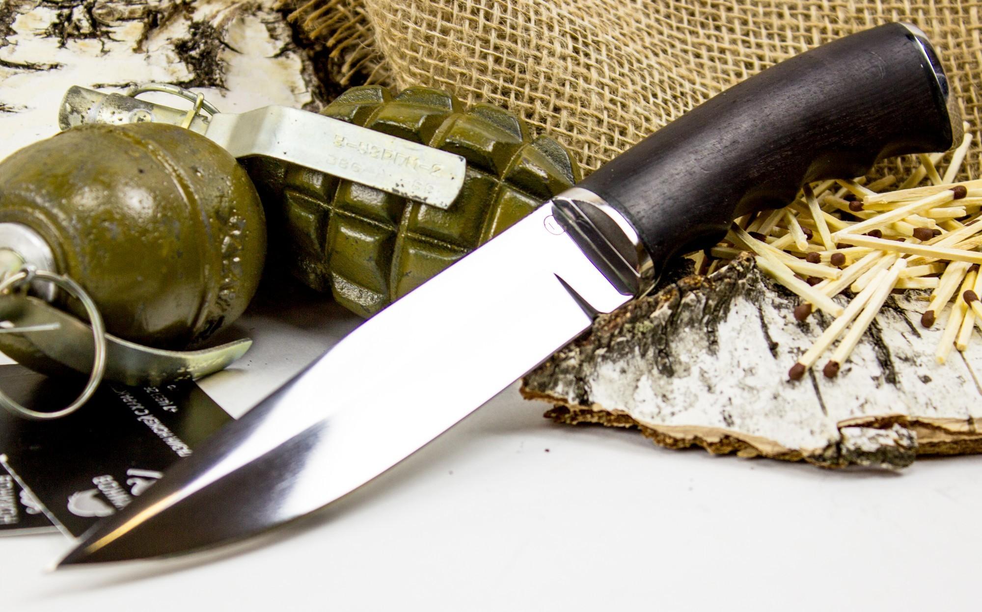 Нож Гюрза-2, сталь 95х18, грабНожи Ворсма<br>Нож Гюрза-2 сочетает в себе черты русских и восточных ножей. С восточными ножами его роднит острый кончик, образованный ниспадающим обухом и подъемом режущей кромки. От русской традиции нож получил бочкообразную деревянную рукоять. Нож предназначен для использования на охоте в качестве основного или доборного ножа. Острый кончик обладает высокой проникающей способностью. Благодаря подпальцевым выемкам на рукояти, нож также можно использовать для решения тактических задач. Нож уверенно сидит в руке при удержании тактическим хватом.<br>