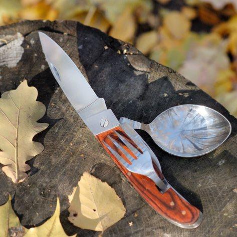 Набор складных столовых приборов Раздельное питаниеРаскладные ножи<br>Набор складных столовых приборов Раздельное питание – находка для каждого туриста. Туристический мультитул в Вашем походе мгновенно станет незаменимой вещицей, ведь он обладает массой преимуществ. Во-первых, он компактный и легко поместится и в кармане, и в самом маленьком отсеке Вашего рюкзака. Во-вторых, он невероятно функциональный - сразу шесть важных в любом походе столовых приборов всегда будут под рукой. В-третьих, он изготовлен из материалов высокого качества, так что походный мультитул нож с ложкой и вилкой станет Вашим верным другом не на один год.<br>