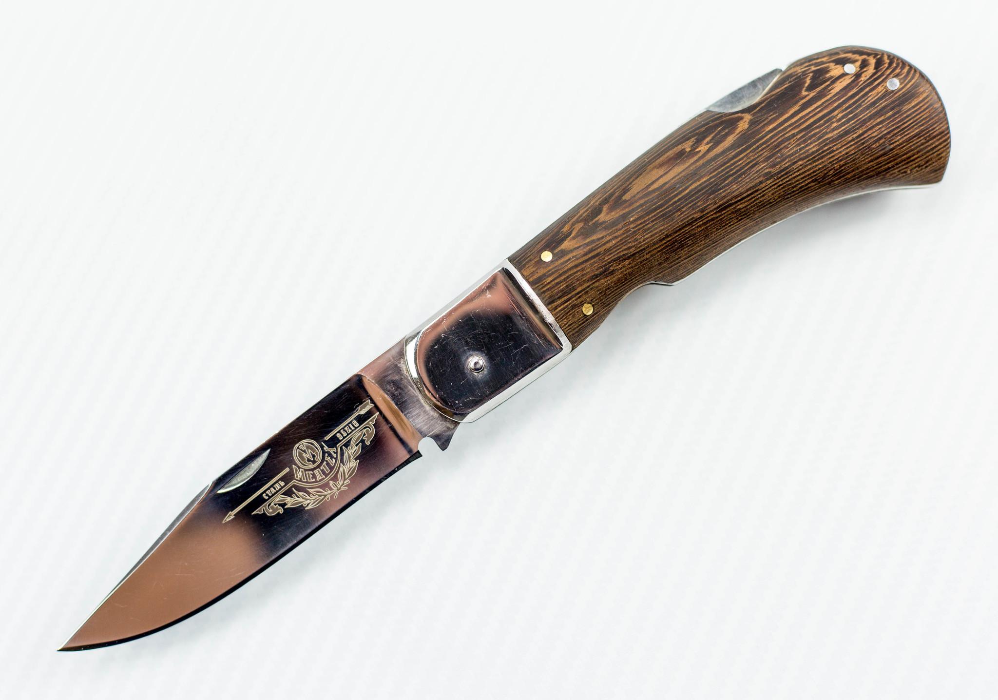 Выкидной нож Сокол, 95х18Еще...<br>Автоматический нож с боковым выбросом клинка.<br>Клинок копьевидной формы с односторонней заточкой.<br>Накладки рукояти из эбенового дерева.<br>