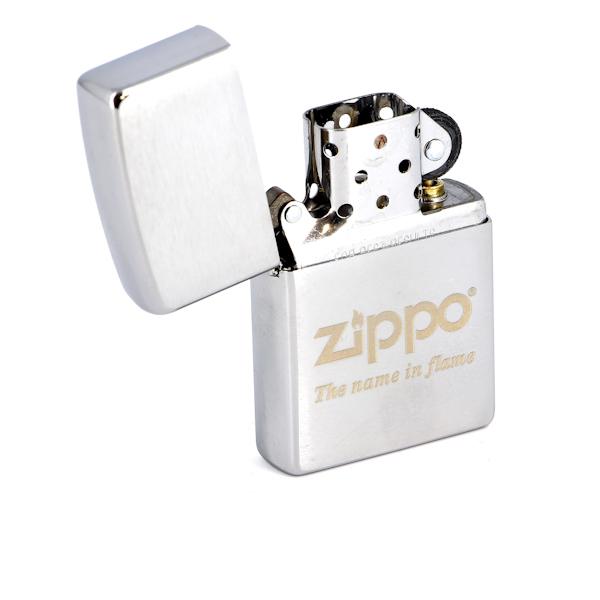 Фото 2 - Зажигалка ZIPPO Name in flame, латунь с покрытием Brushed Chrome, серебристый, матовая, 36х12x56 мм