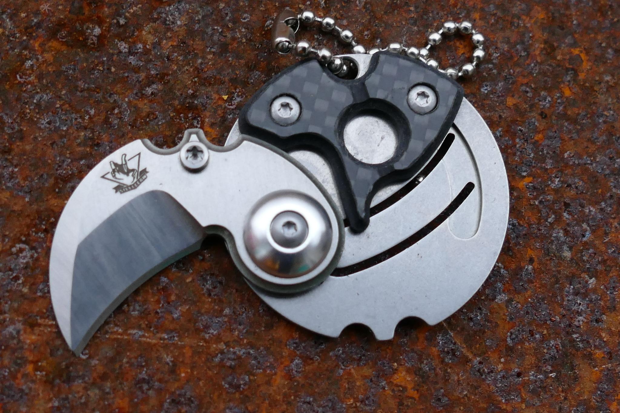 Брелок монета со скрытым ножом