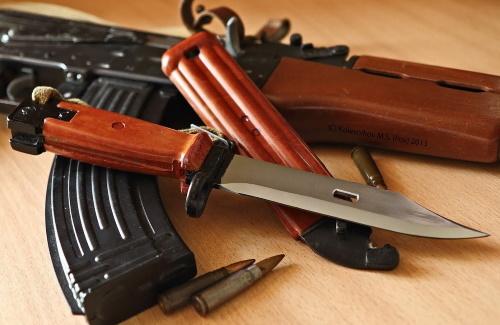 Символ страны, которой уже нет. Нож АК-74.