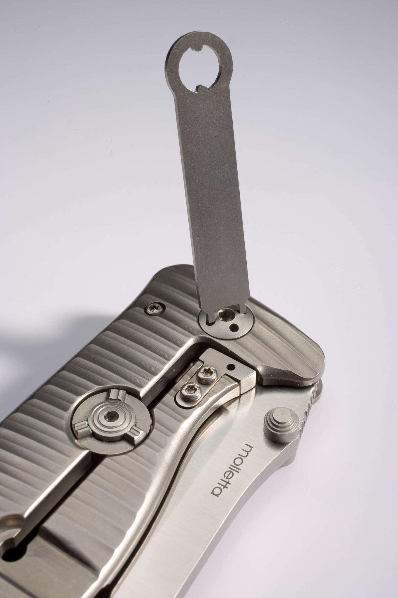 Фото 9 - Нож складной LionSteel SR2 G (GREY) Mini, сталь Uddeholm Sleipner® Satin, рукоять титан по технологии Solid®, серый от Lion Steel