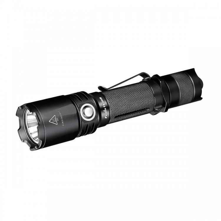 Фонарь Fenix TK20R Cree XP-L HI V3Fenix TK20R — это действительно универсальный фонарь, который относится к классу тактических устройств. Он имеет сверхпрочный корпус из алюминия, подвергнутого анодированию Premium Type III. Этот корпус легко выдерживает отдачу от выстрелов или падение фонаря на камни с высоты одного метра. Он также полностью защищает все внутренние системы от намокания, обеспечивая водонепроницаемость степени IPX-8.<br>Работает данная модель со светодиодом типа XP-L HI V3, который выпускает ведущий в этой области производитель — Cree. Такой диод в состоянии давать 1000 люмен света и освещать территорию в радиусе 310 метров. К тому же, он очень долговечный и прослужит по меньшей мере 50 тысяч часов.<br>Fenix TK20R работает в пяти режимах. Помимо максимальной яркости, он также поддерживает освещение на 350, 150 и 10 люмен. Кроме того, доступен режим, в котором удобнее всего подавать световые сигналы, - стробоскоп. Его яркие вспышки видно на максимальном расстоянии.<br>Данная модель работает с элементами питания двух типов: 18650 литий-ионные аккумуляторы и CR123A литиевые батарейки. В первом случае понадобится один единственный элемент питания, а во втором — два. Кстати, аккумулятор Fenix уже входит в набор к фонарю. Его емкость составляет 2900 мАч, чего хватит на период до 135 часов. Впрочем, этот срок можно увеличить еще, если приобрести более емкий аккумулятор.<br>Производители предусмотрели популярную ныне возможность зарядки аккумулятора прямо внутри фонаря, для чего имеется разъем USB и подходящий к нему кабель. Время для зарядки — около 3,5 часов.<br>Во время использования фонаря, уровень оставшегося заряда можно проверять. Для этого в Fenix TK20R встроен индикатор. Если он светится зеленым, то заряда осталось еще много, если же переключился на красный — фонарь вскорости потребуется зарядить. Мигающая красным лампочка индикатора сообщает о том, что зарядку необходимо подключить как можно скорее или же установить внутрь фонаря новый аккумулятор
