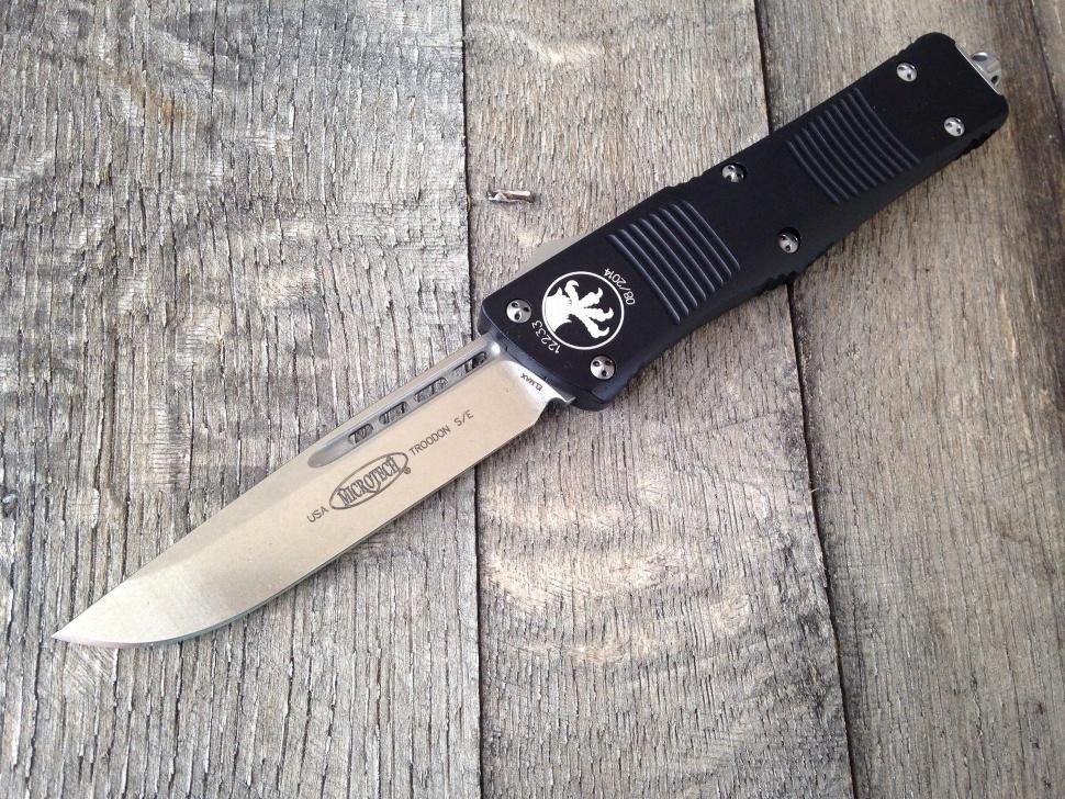 Фото 8 - Автоматический фронтальный выкидной нож Troodon - Microtech 139-4 Black, сталь M390, рукоять алюминий