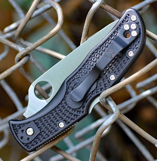 Фото 3 - Складной нож ENDELA Spyderco C243SBK, сталь VG-10 Satin Serrated, рукоять термопластик FRN, чёрный
