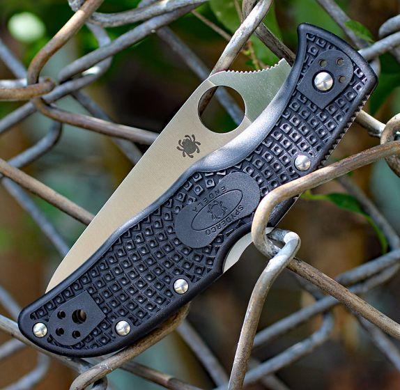 Фото 4 - Складной нож ENDELA Spyderco C243SBK, сталь VG-10 Satin Serrated, рукоять термопластик FRN, чёрный
