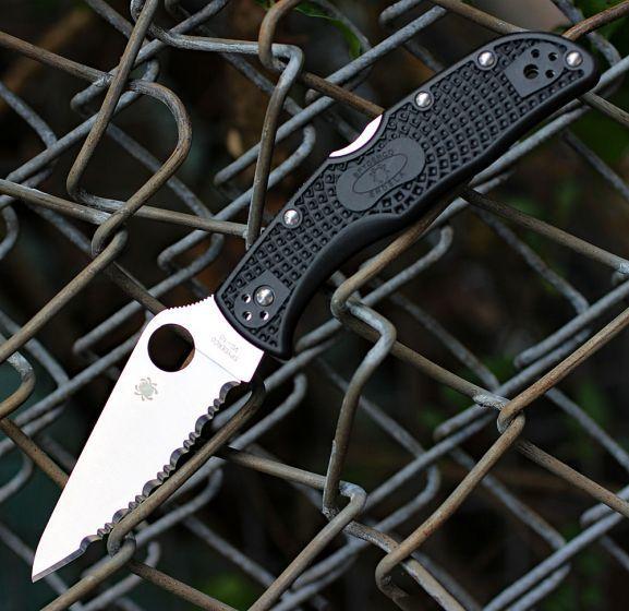 Фото 6 - Складной нож ENDELA Spyderco C243SBK, сталь VG-10 Satin Serrated, рукоять термопластик FRN, чёрный