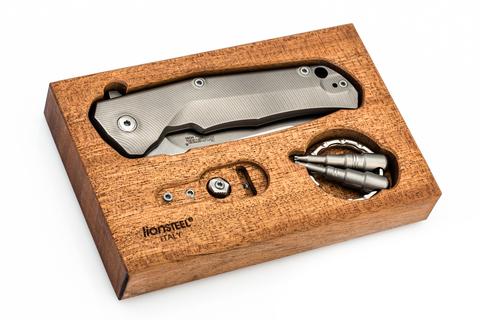 Нож складной LionSteel T.R.E. Bronze Titanium, сталь M390, рукоять титан. Вид 3
