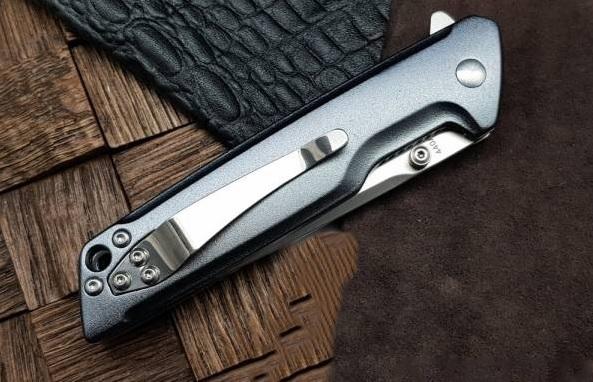 Фото 4 - Нож складной Boker Magnum Straight Brother, сталь 440A Satin Plain, рукоять анодированный алюминий, 01MB722