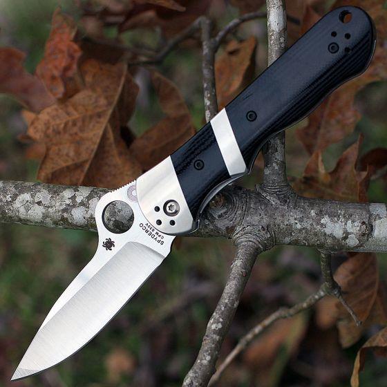 Нож складной Lil' Sub-Hilt™ by Butch Vallotton - Spyderco 224GP, сталь Crucible CPM® S30V™ Satin Plain, рукоять стеклотекстолит G10, чёрный цена в Москве и Питере