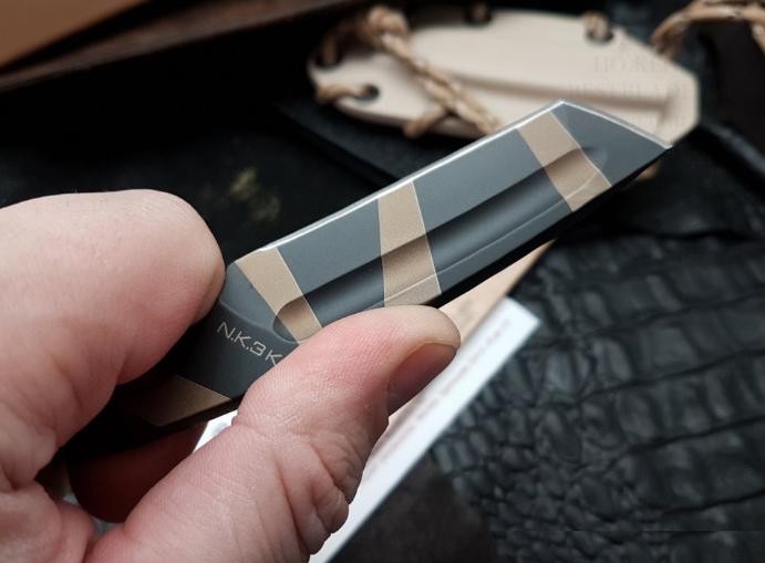 Фото 10 - Нож с фиксированным клинком Extrema Ratio N.K.3 K Karambit, Desert Warfare - Laser Engraving, сталь Bhler N690, цельнометаллический