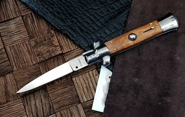 Фото 3 - Полуавтоматический складной нож Magnum Sicilian Needle Olive Wood, сталь 440A Satin Plain, рукоять дерево, 01MB279 от Boker