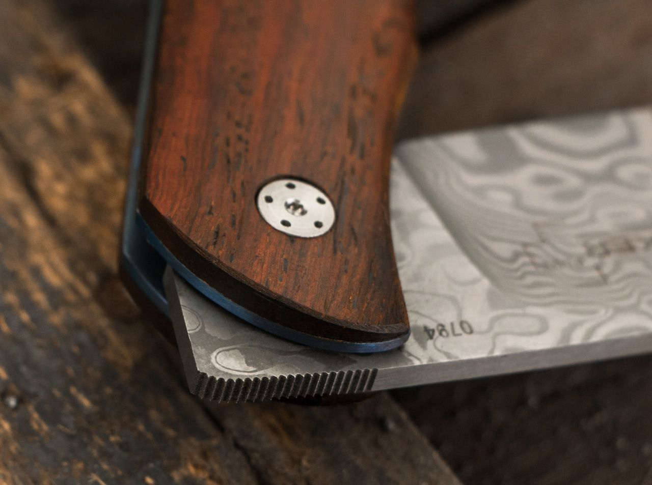 Фото 9 - Нож складной Boker Plus Exskelibur I Damascus Cocobolo, дамасская сталь Plain, рукоять дерево, 01BO222DAM