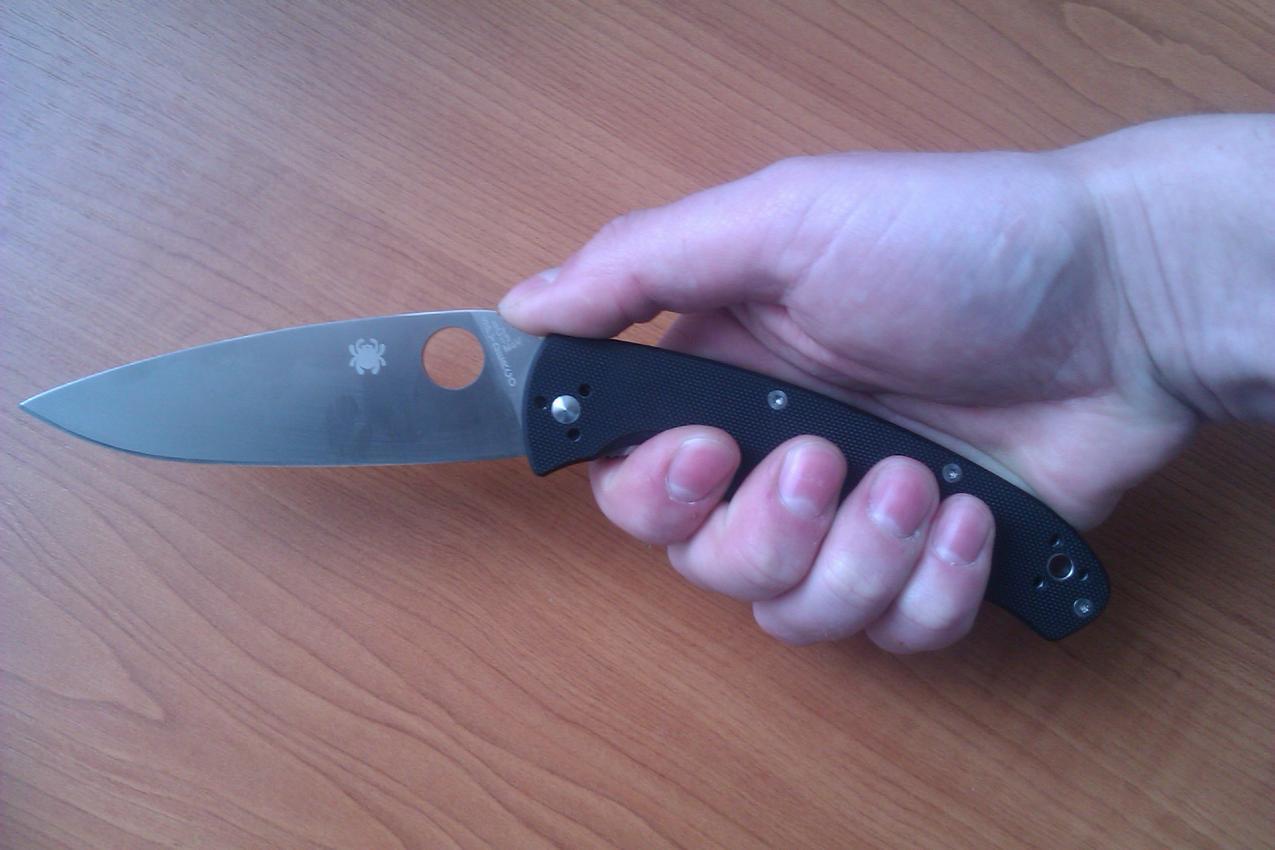 Фото 4 - Нож складной Resilience™ Spyderco C142GP, сталь 8Cr13MOV Satin Plain, рукоять стеклотекстолит G-10, чёрный