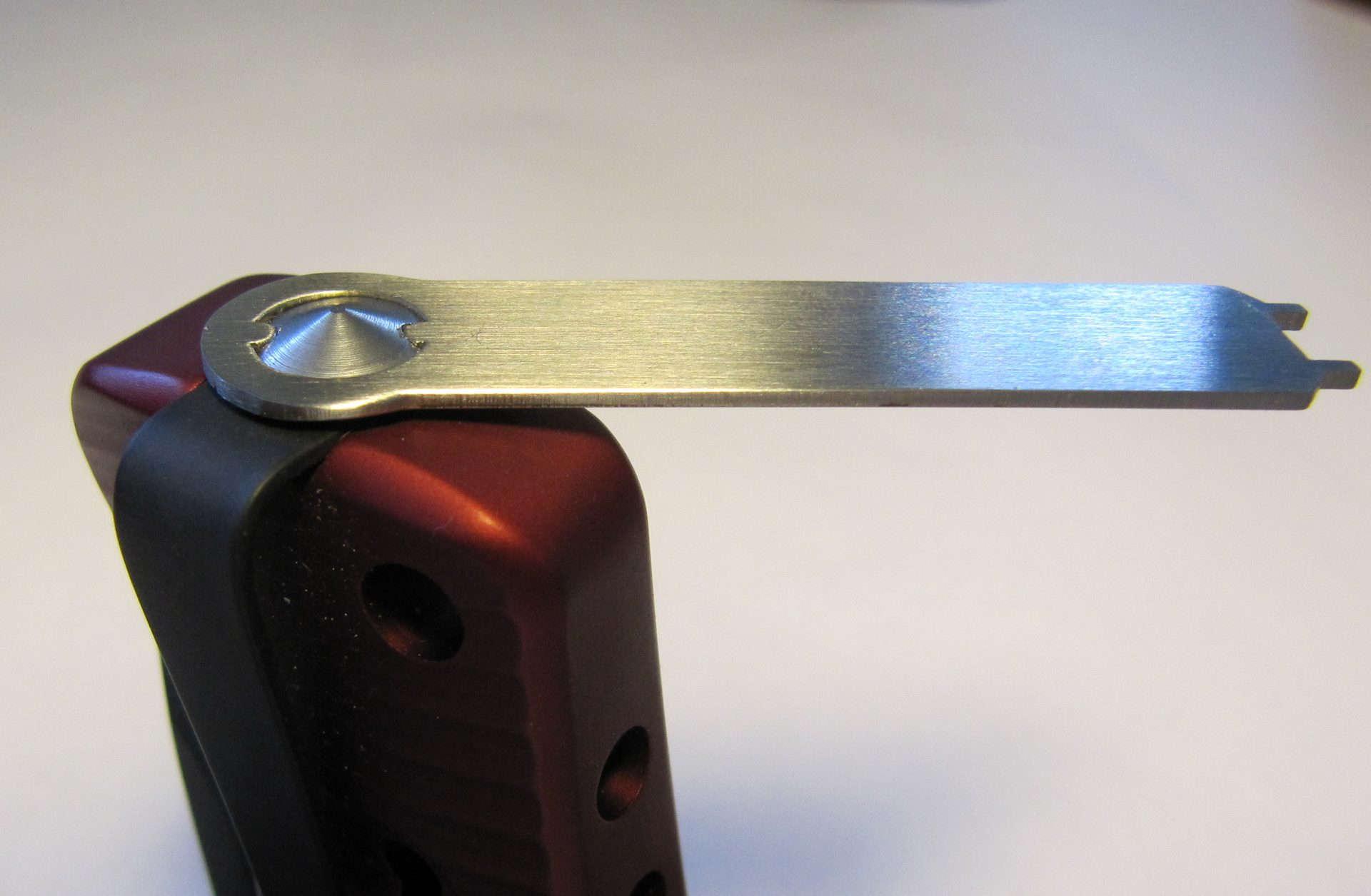 Фото 7 - Нож складной LionSteel SR2A RB Mini, сталь Uddeholm Sleipner® Black Finish, рукоять алюминий (Solid®), красный от Lion Steel