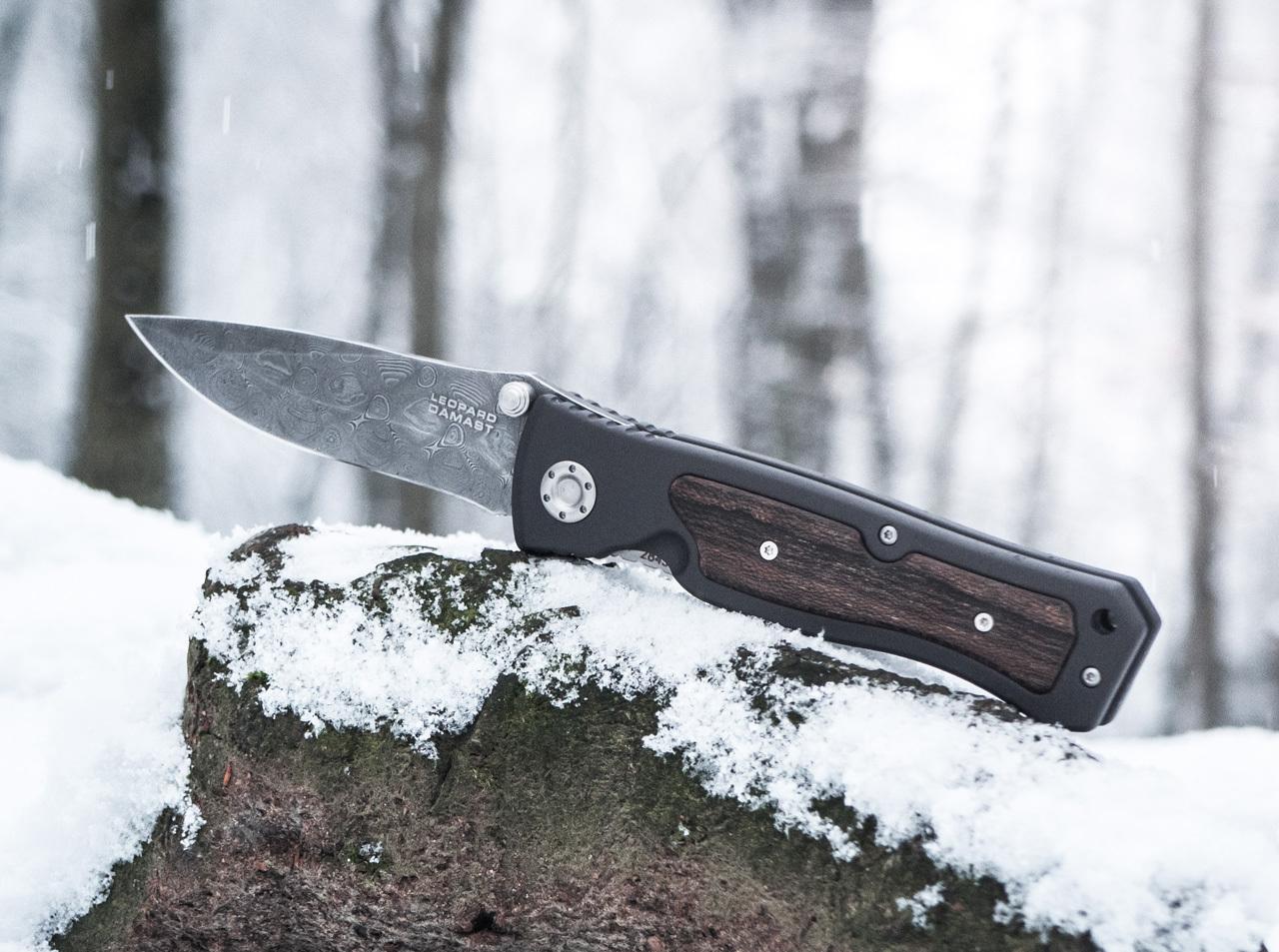 Фото 10 - Нож складной Leopard Damascus II - Boker 111054DAM, дамасская сталь Plain, рукоять анодированный алюминий/дерево, коричневый