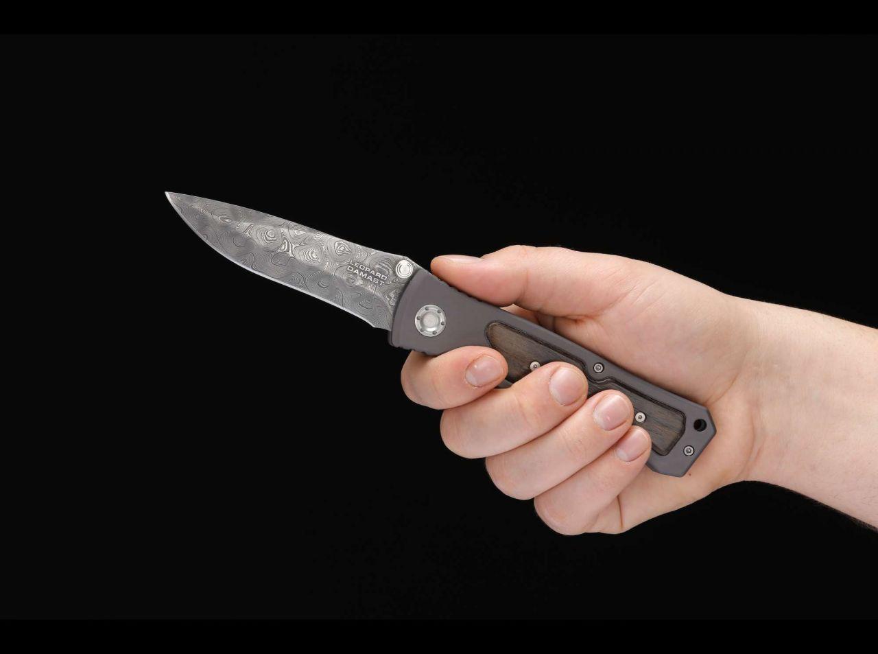 Фото 13 - Нож складной Leopard Damascus II - Boker 111054DAM, дамасская сталь Plain, рукоять анодированный алюминий/дерево, коричневый