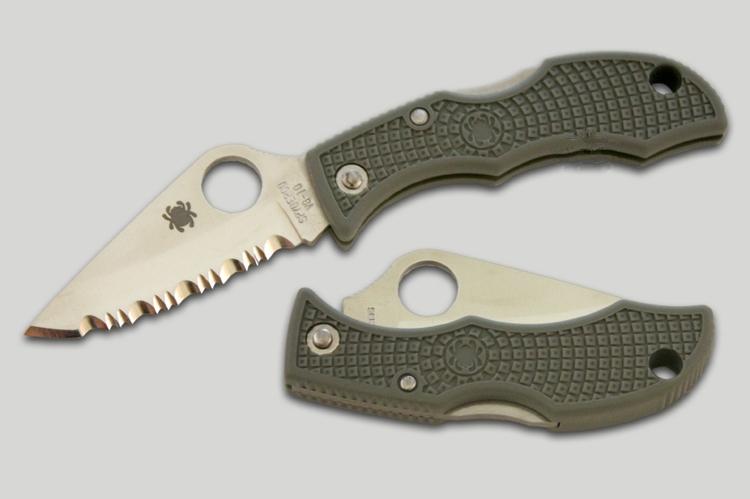 Фото 5 - Складной нож-брелок Ladybug 3 Spyderco LFGS3, сталь VG-10 Satin Serrated, рукоять термопластик FRN (Foliage Green) зелёный