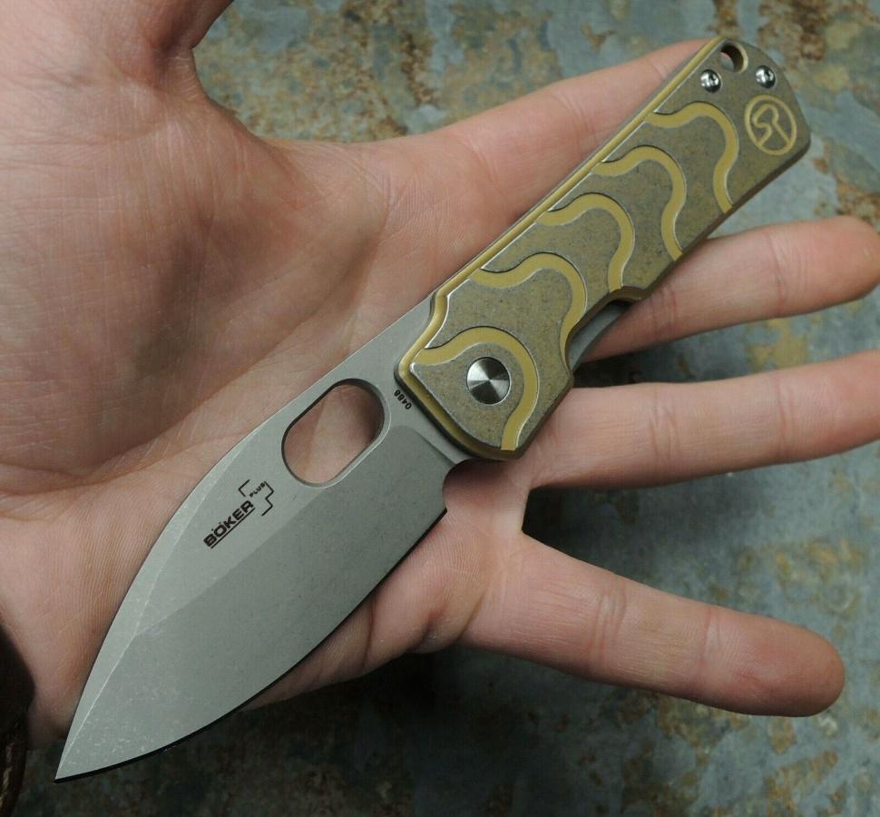 Фото 3 - Нож складной Boker Plus Serge Panchenko Design Gust, сталь D2 Stonewash Plain, рукоять нержавеющая сталь, золотой цвет, 01BO082