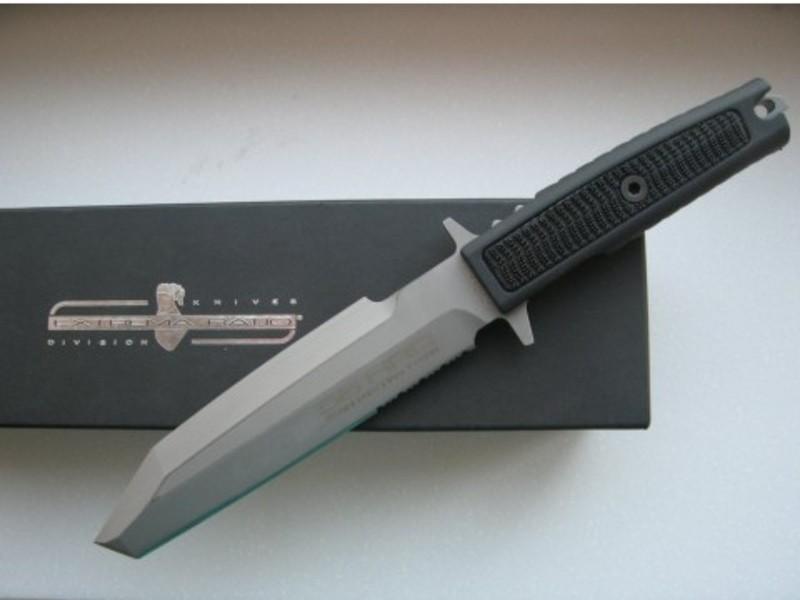 Фото 9 - Нож с фиксированным клинком Extrema Ratio Golem Sandblasted, сталь Bhler N690, рукоять Kraton®/Zytel®