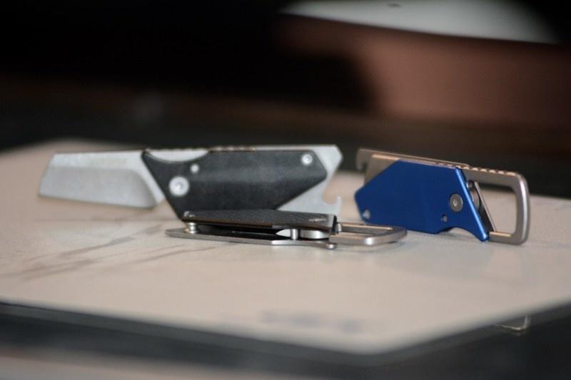 Фото 10 - Складной нож Sinkevich Design Pub - KERSHAW 4036BLU, сталь клинка 8Cr13MoV (Stonewashed), рукоять алюминий/сталь, синий