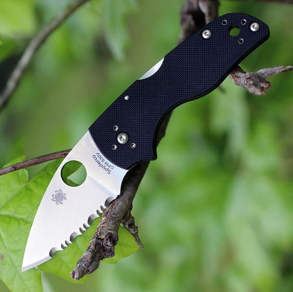 Фото 6 - Нож складной Lil' Native MID - Spyderco 230MBGS, сталь Crucible CPM® S30V™ Satin Serrated, рукоять стеклотекстолит G10, чёрный